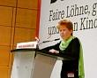 Petra Pau auf dem Parteitag in Halle; Foto: Elke Brosow